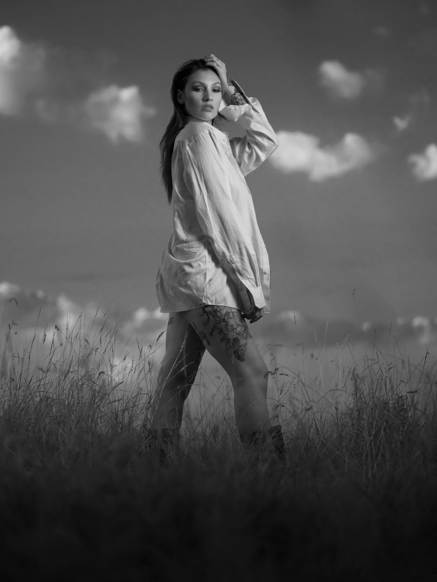 Girl-in-grass-mono