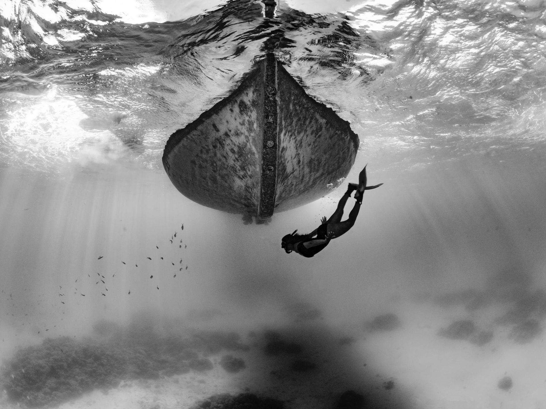 girl-diving-under-boat