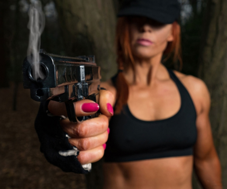 Fit-girl-with-gun