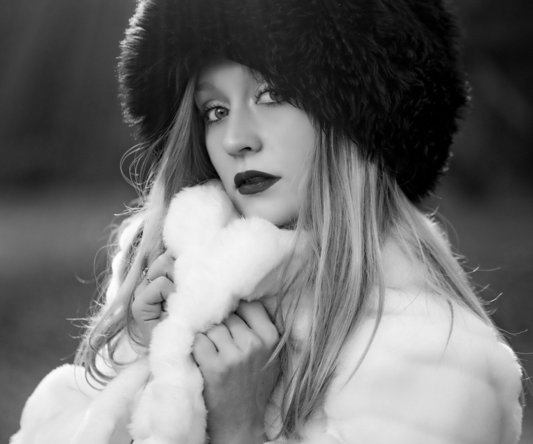 model-in-russian-fur-hat